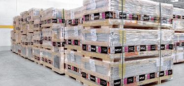 Particularitatea si prestigiul decorurilor DDN cer o protectie deosebita a usilor, impachetandu-le in lazi speciale din lemn cu un strat suplimentar de nailon. In momentul efectuarii comenzii trebuie luat in calcul si pretul lazii din lemn. Clientii care opteaza pentru impachetarea standard pe paleti isi vor asuma intreaga responsabilitate in cazul avarierii produsului.