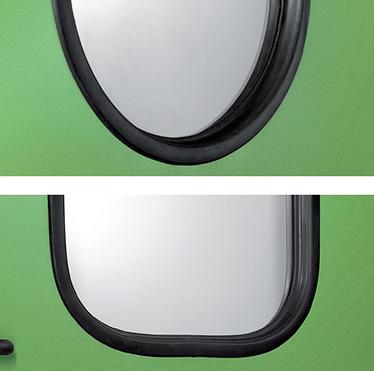 Usile cu unul sau doua canate pot fi echipate cu ferestre rotunde sau dreptunghiulare, cu geam stratificat 3 + 3 mm, profilat cu cauciuc negru. Colturile ferestrelor dreptunghiulare sunt rotunjite (raza de aprox. 100 mm);