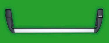 """KIT TWIST IN NYLON NEGRU Dispozitivul antipanica TWIST LP consta intr-o bara orizontala din aluminiu anodizat ce actioneaza bratele de maner atasate mecanismului de control pentru a activa incuietoarea Deschidere reversibila stanga – dreapta Aplicabil usilor cu una sau doua canates Disponibil pentru usile PROGET/UNIVER/REVER si alte usi antipanica; Bara orizontala este confectionata din aluminiu extrudat anodizat cu o sectiune de imbinare eliptica de 40 x 20 mm si o lungime de 1150 mm Bratele de maner au miezul din otel galvanizat si acoperit cu nylon negru Cele doua mecanisme de control sunt din otel galvanizat cu capace din nylon, din care unul are aplicat marcajul """"IESIRE"""" pentru a indica pozitia incuietorii Broasca antipanica/antifoc se foloseste cu cilindrii profil EURO Controalele externe si placile de montaj sunt din nylon negru iar placa interna este din otel galvanizat."""