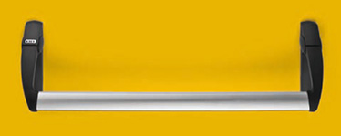 KIT EXUS® din nylon negru bare antipanica 1 dispozitiv antipanica cu zavor pentru orificii de 65 mm, 1 insertie pentru piesa de inchdiere a zavorului, 2 mecanisme de control, 2 capace din nylon, 2 manere din nylon, 1 bara din aluminiu anodizat, 1 mecanism de control extern din nylon, 1 semicilindru cu 3 chei, 1 cilindru dublu cu 3 chei, (varianta DC), 1 sablon de montaj, 1 pictograma adeziva (sageata verde), 1 manual de intretinere / instalare